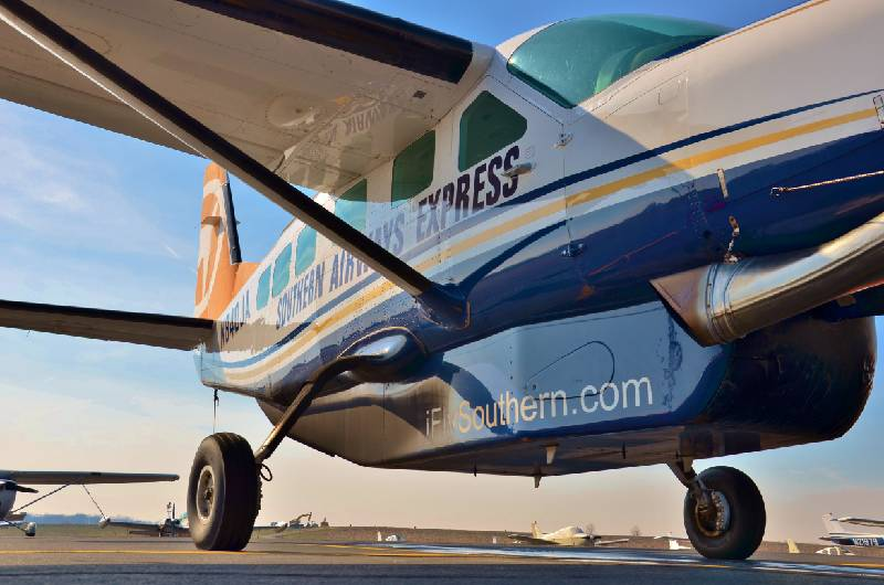 Southern Airways Express plane